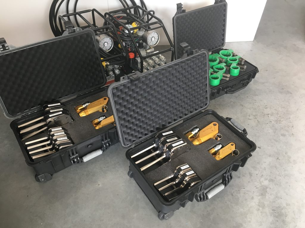 Flange toolkits and pneumatic pumps